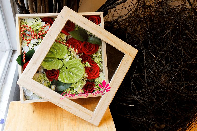 Hoa sinh nhật trong hộp gỗ